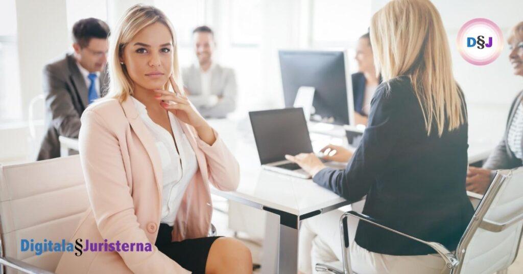 Skillnaden mellan konsult och anställd